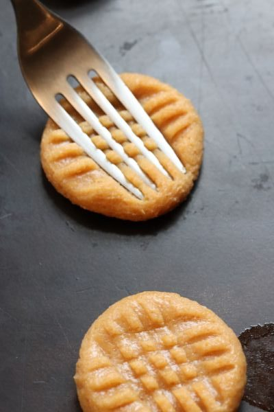 criss cross pattern on a peanut butter cookie